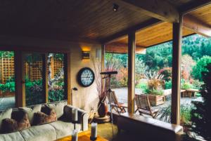 Tips en tricks om je tuinhuisje mooi in te richten
